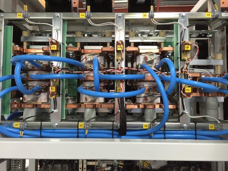 Redresseur 33kA – Pont thyristors à refroidissement hydraulique